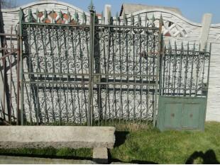 Schönes historisches Tor mit Pforte handgeschmiedet - Komplett