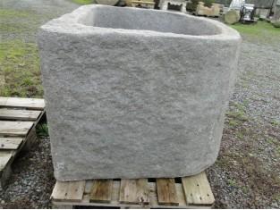 Schöner Wassertrog aus Granit