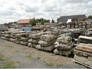 Historische Granitplatten, alte Gredplatten, Bodenplatten, Naturstein, antiker Granit