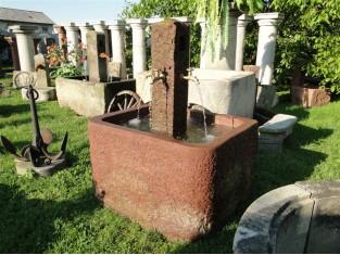 Origineller Brunnen aus rotem Sandstein aus dem 18